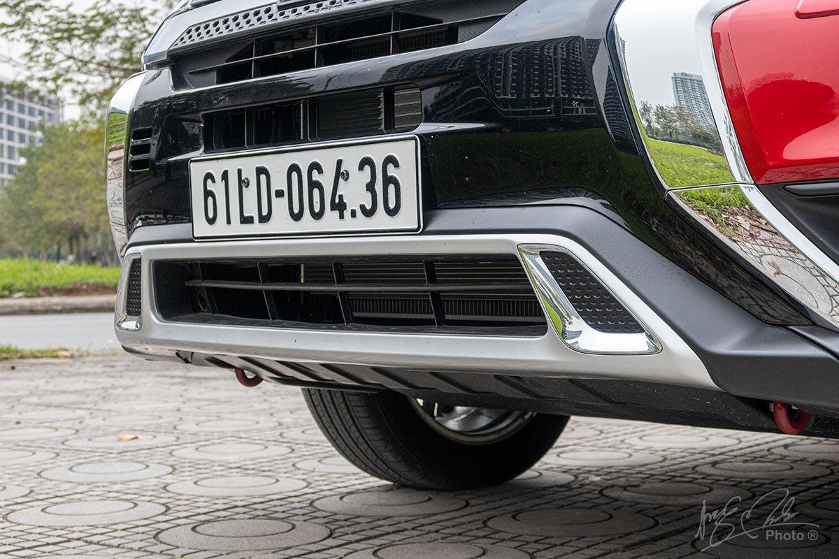 Đánh giá xe Mitsubishi Outlander 2.0 CVT Premium 2020: Cản trước được tinh chỉnh lại.
