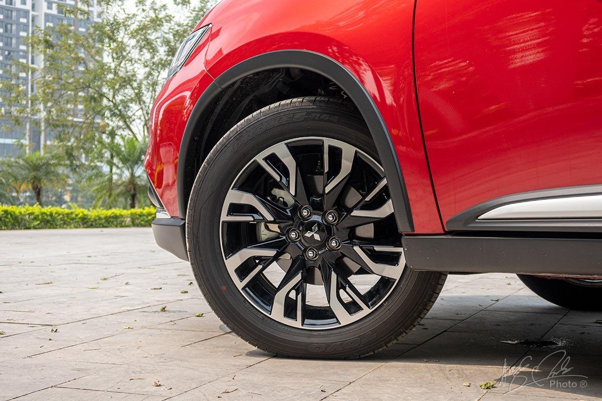 Đánh giá xe Mitsubishi Outlander 2.0 CVT Premium 2020: La-zăng thiết kế mới.