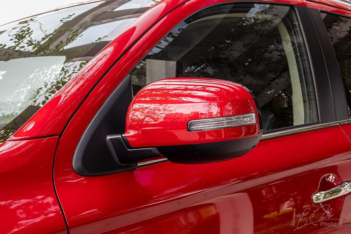Đánh giá xe Mitsubishi Outlander 2.0 CVT Premium 2020: Gương chiếu hậu chỉnh điện, gập điện tích hợp xi nhan.