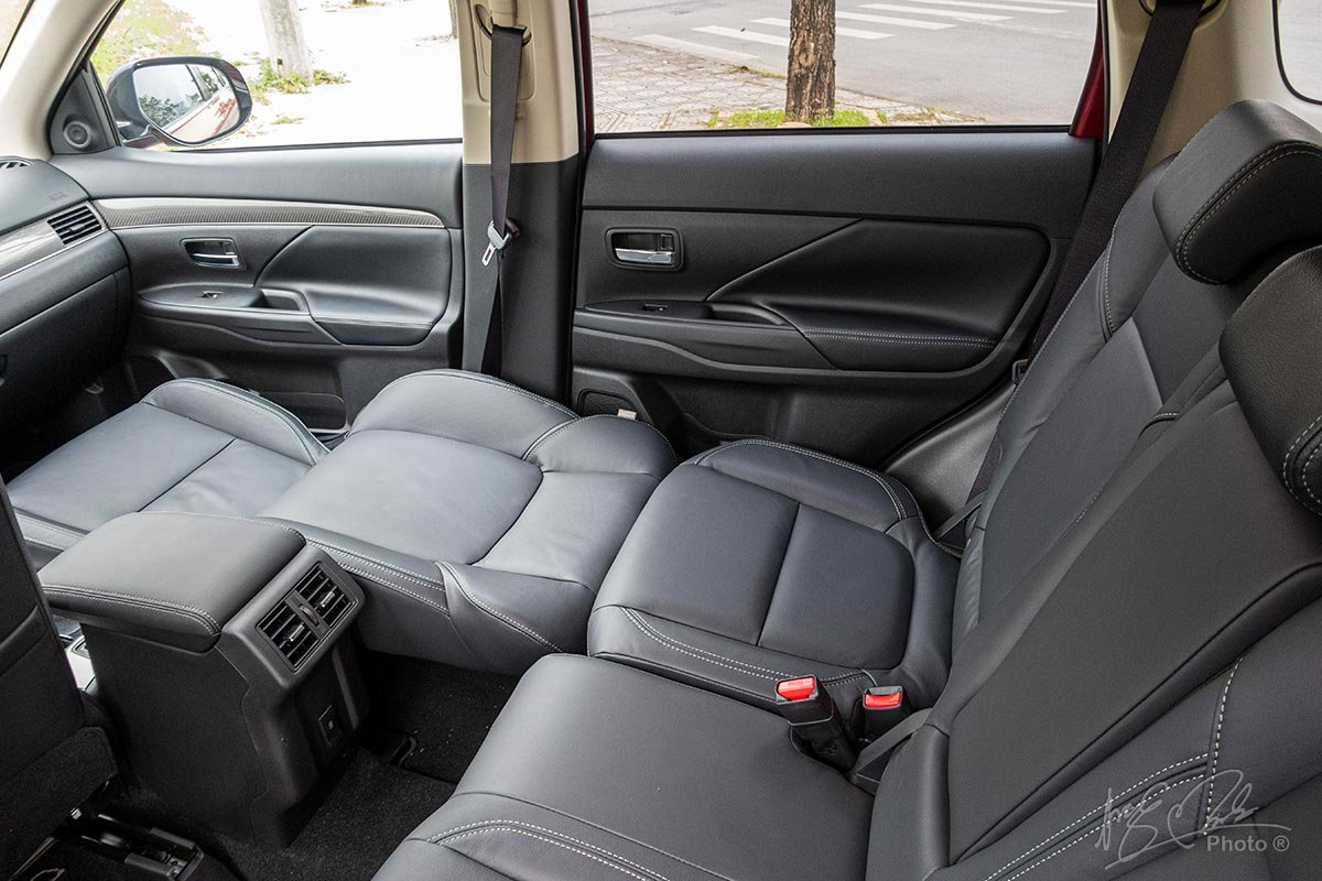 Đánh giá xe Mitsubishi Outlander 2.0 CVT Premium 2020: Phong cách ghế Magic Seat.