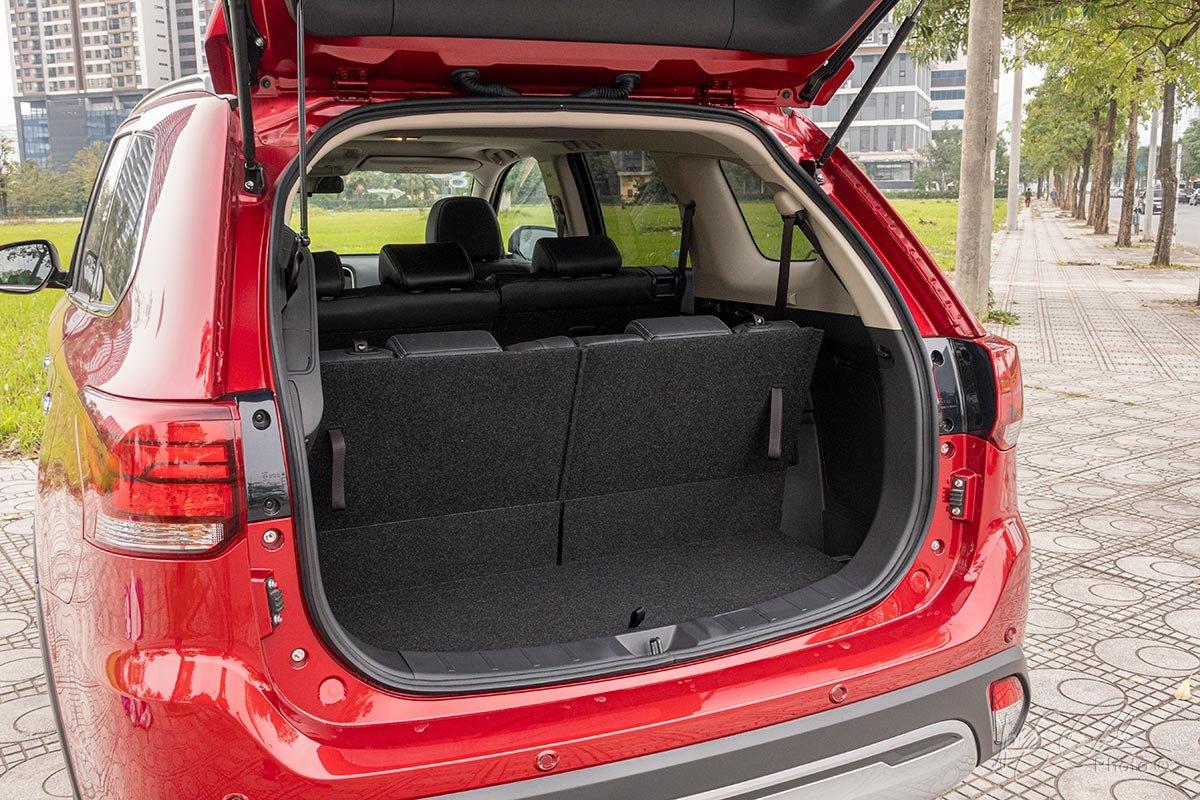 Đánh giá xe Mitsubishi Outlander 2.0 CVT Premium 2020: Khoang hành lý.