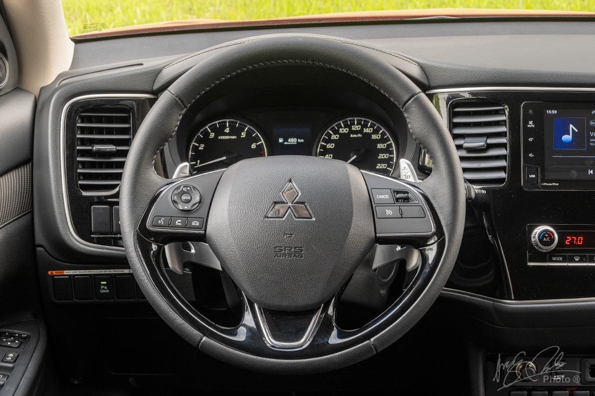 Đánh giá xe Mitsubishi Outlander 2.0 CVT Premium 2020: Vô-lăng.