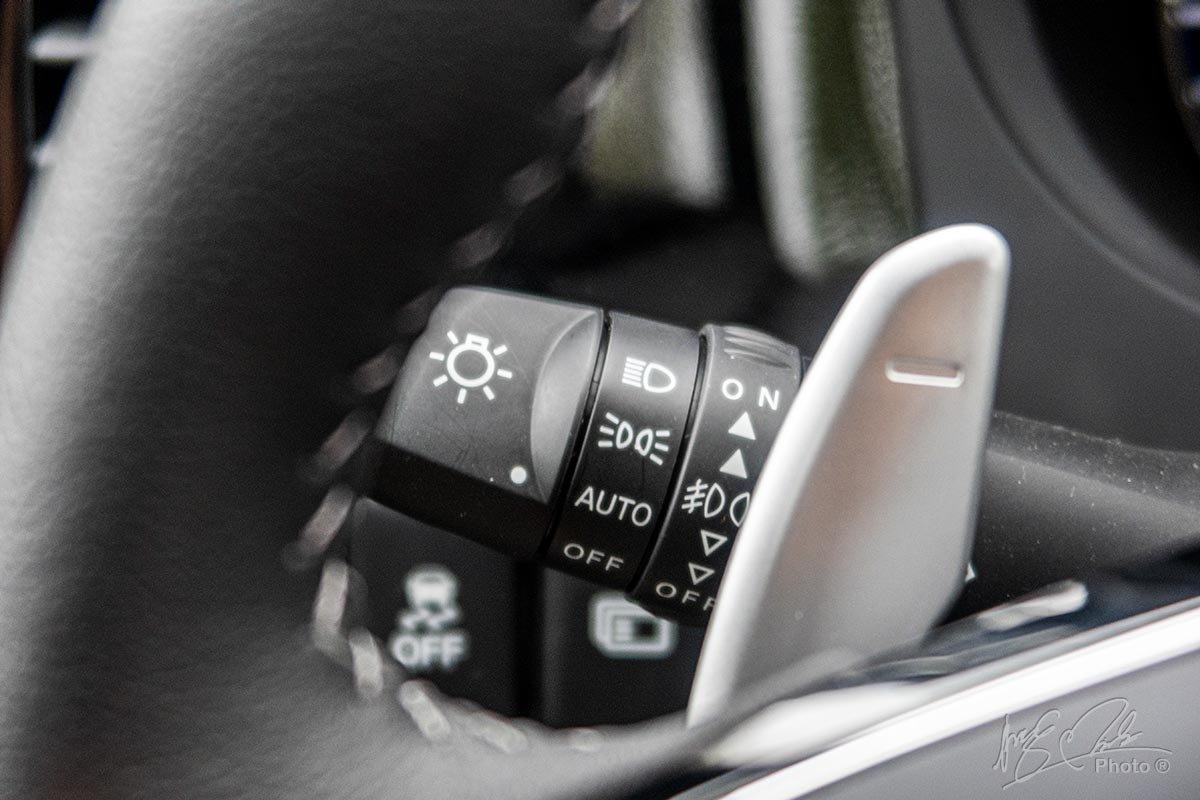Đánh giá xe Mitsubishi Outlander 2.0 CVT Premium 2020: Đèn pha tự động.