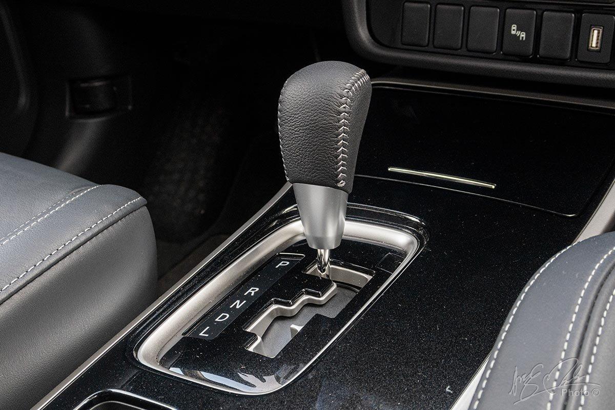 Đánh giá xe Mitsubishi Outlander 2.0 CVT Premium 2020: Hộp số tự động vô cấp CVT.