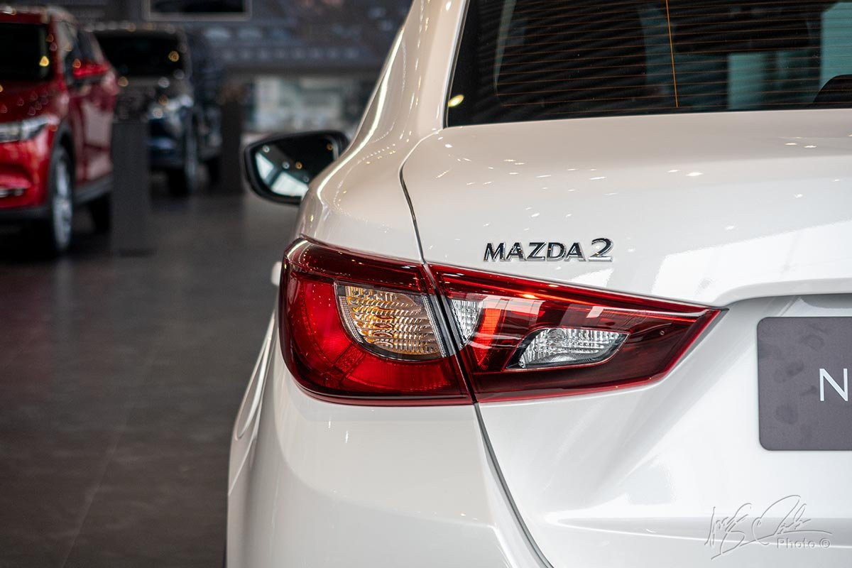 Ảnh chụp đèn hậu xe Mazda 2