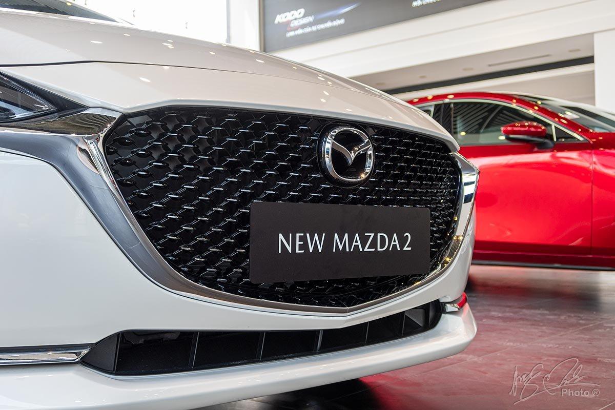 Ảnh chụp Lưới tản nhiệt xe Mazda 2