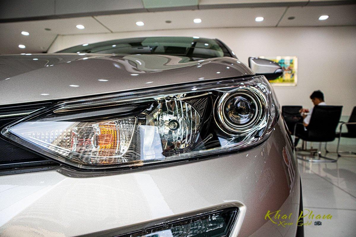 Ảnh chụp đèn pha xe Toyota Vios