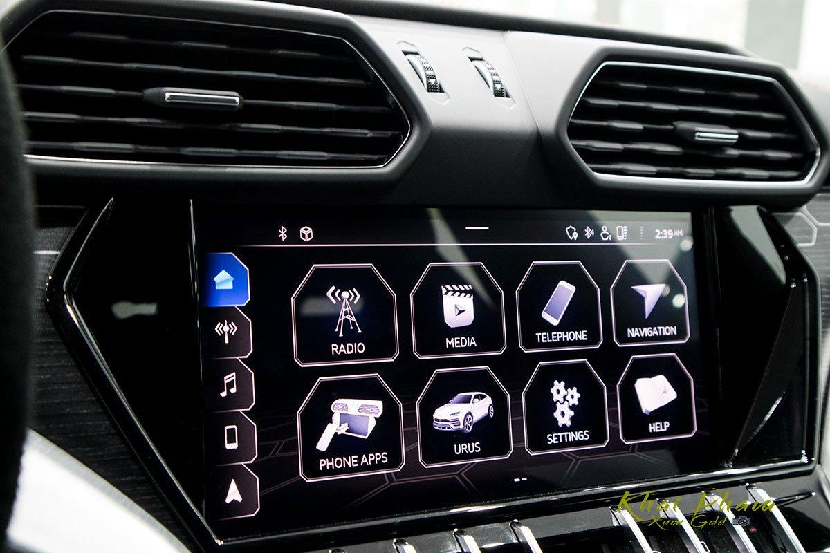 Ảnh chụp màn hình xe Lamborghini Urus Black Edition 2020 1