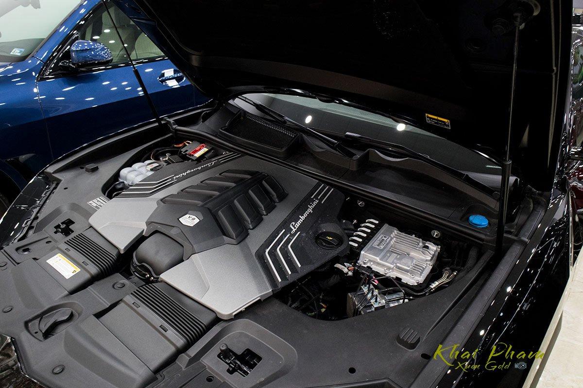 Ảnh chụp động cơ xe Lamborghini Urus Black Edition 2020 1