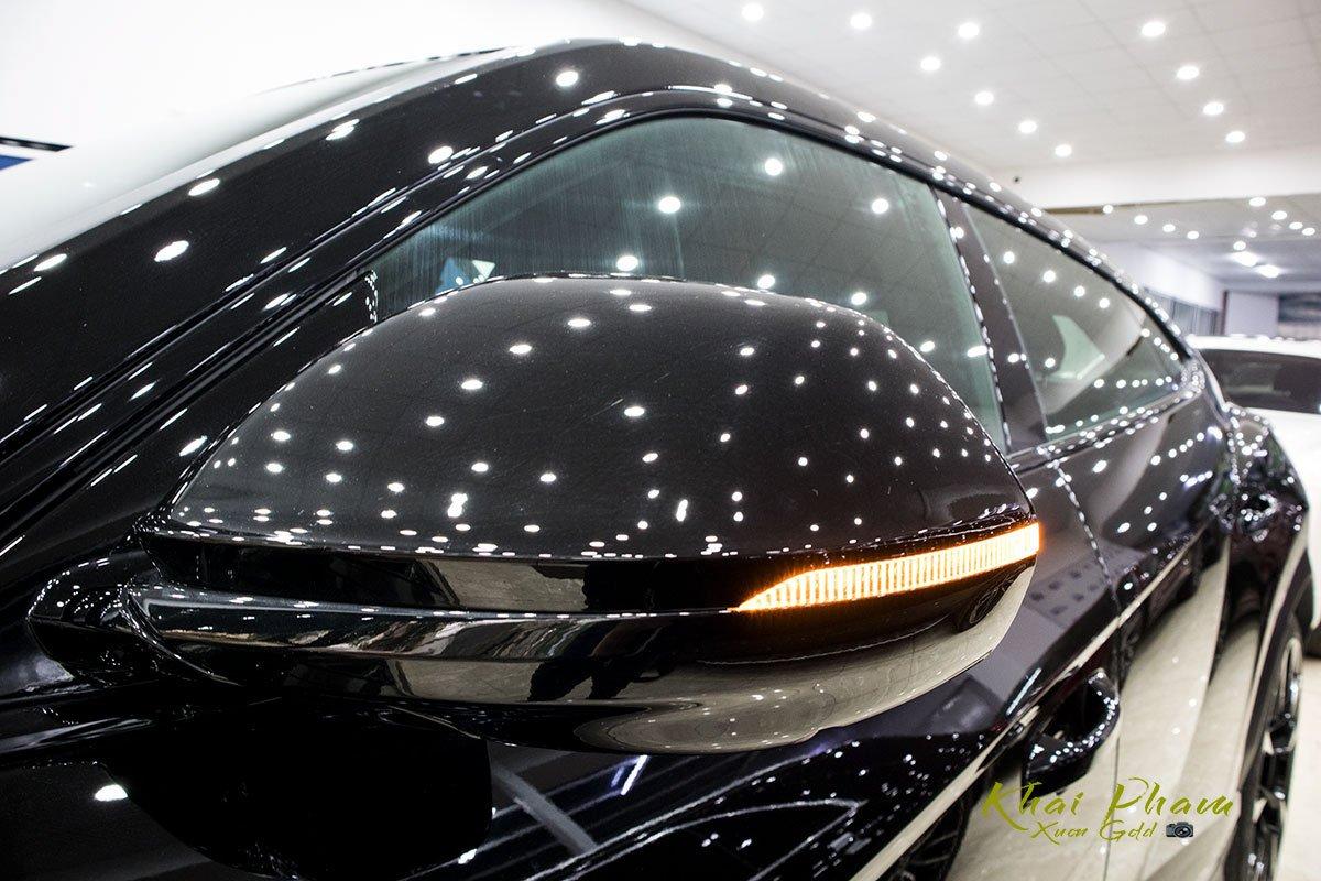 Ảnh chụp gương xe Lamborghini Urus Black Edition 2020 1