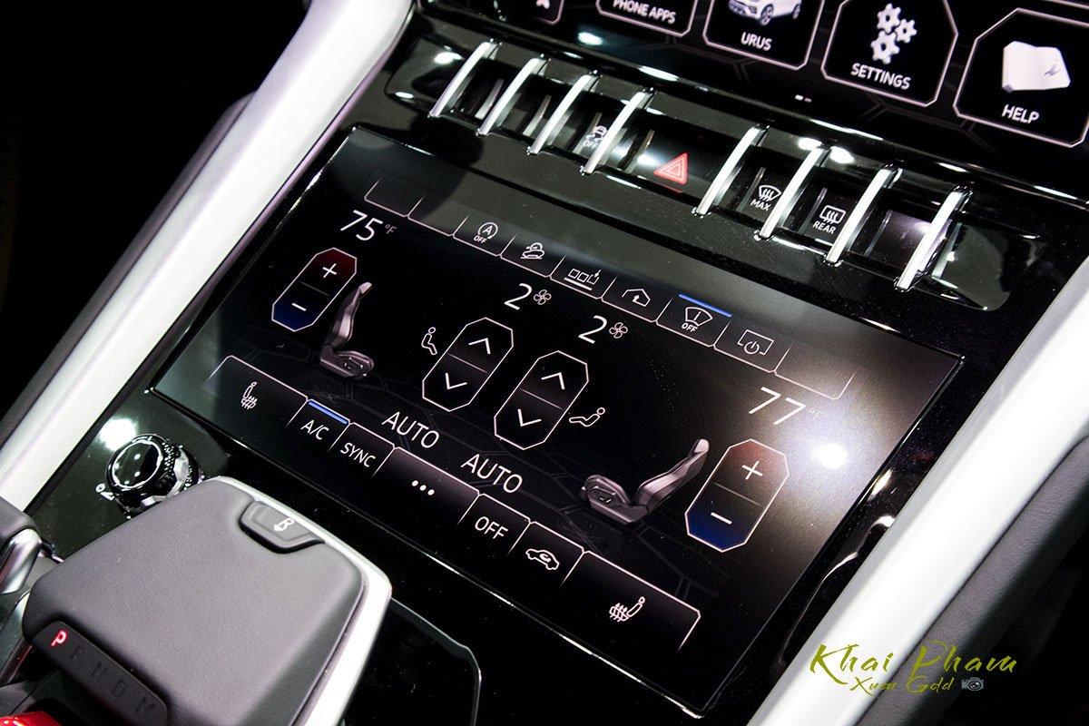Ảnh chụp màn hình 1 xe Lamborghini Urus Black Edition 2020