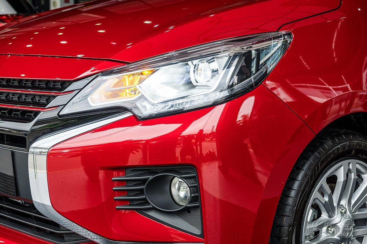 Cụm đèn chiếu sáng trước của Mitsubishi Attrage 2020.