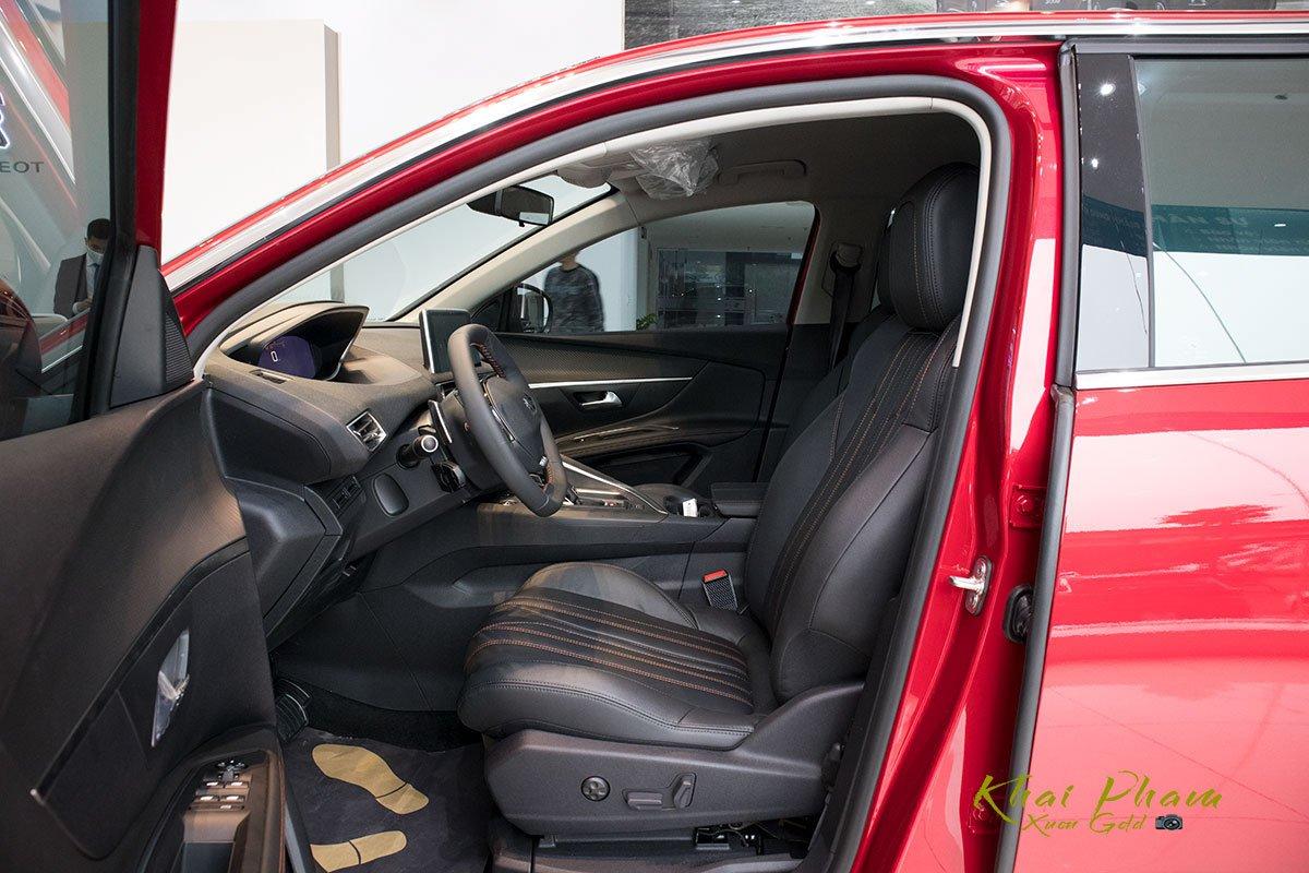 Ảnh chụp ghế trước xe Peugeot 5008 2020