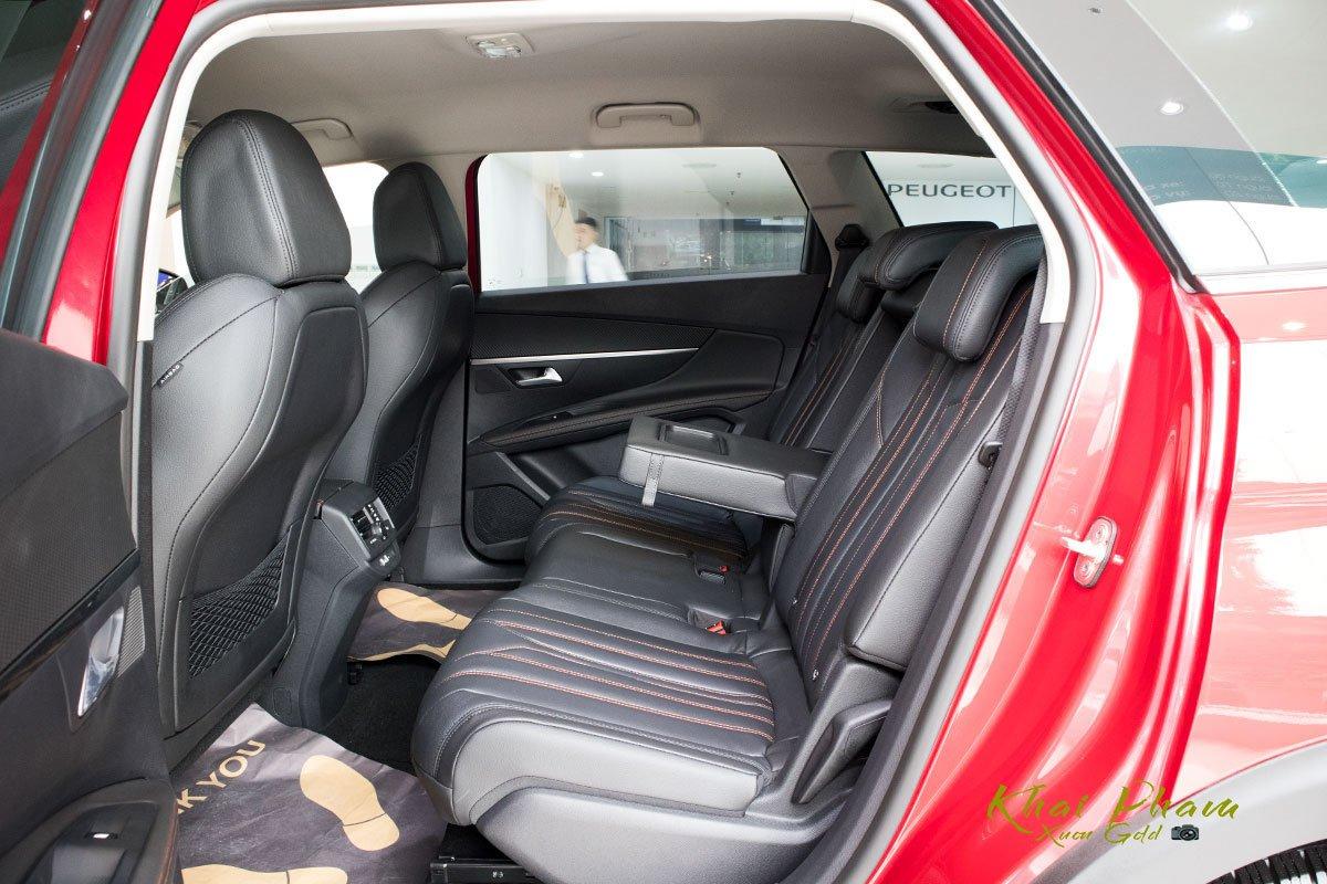 Ảnh chụp ghế sau xe Peugeot 5008 2020