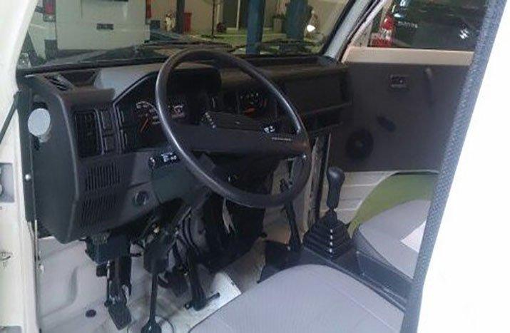 Khoang lái nhỏ nhắn, thuận tiện cho tài xế.