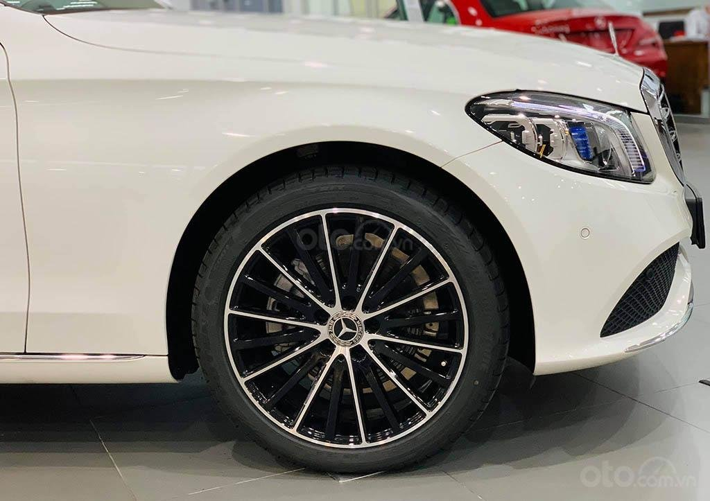 Thông số kỹ thuật xe Mercedes-Benz C200 Exclusive 2020 a7