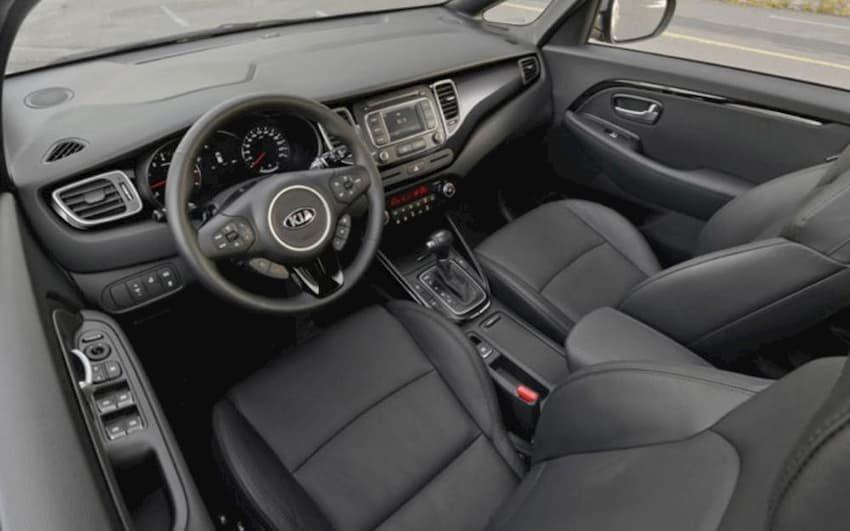 Nội thất xe Kia Rondo 2019 cũ