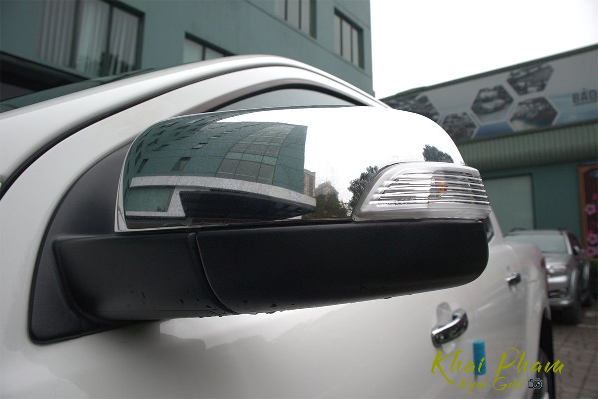 Ảnh chụp gương xe Ford Ranger Limited 2020 1