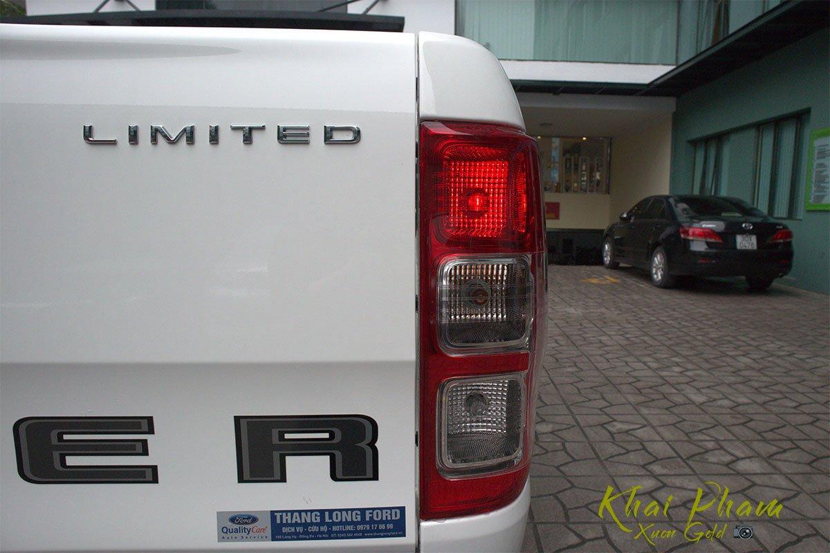 Ảnh chụp đèn hậu phải xe Ford Ranger Limited 2020 1