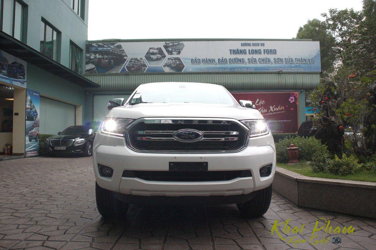 Ảnh chụp chính diện đầu xe Ford Ranger Limited 2020