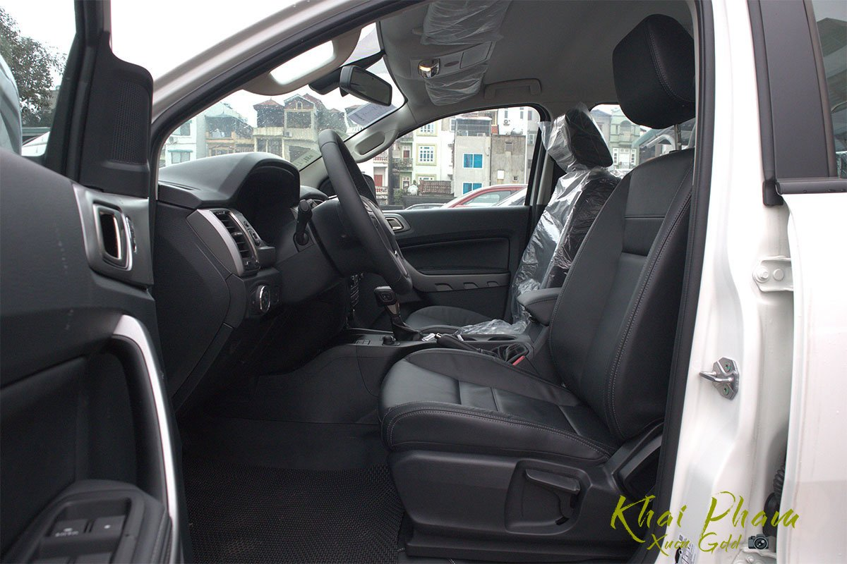 Ảnh chụp ghế lái xe Ford Ranger Limited 2020