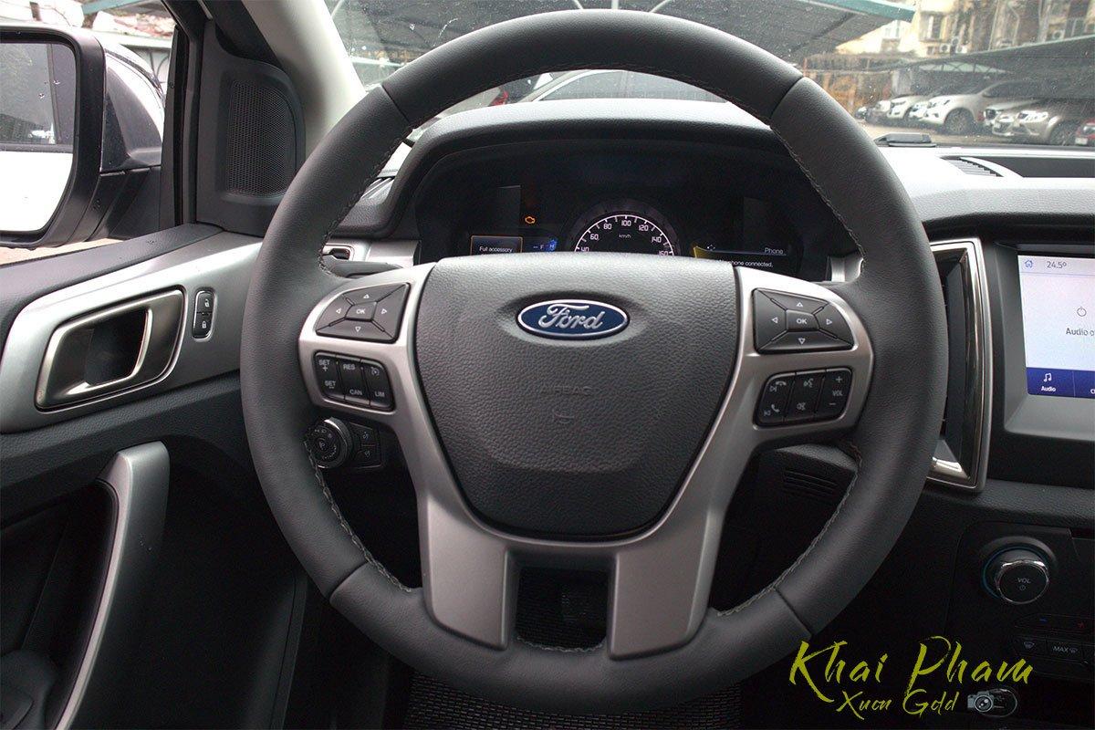 Ảnh chụp vô-lăng xe Ford Ranger Limited 2020