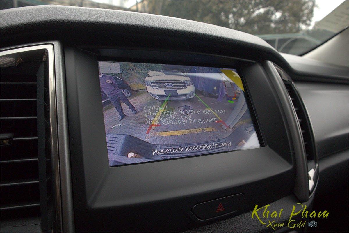 Ảnh chụp camera lùi xe Ford Ranger Limited 2020