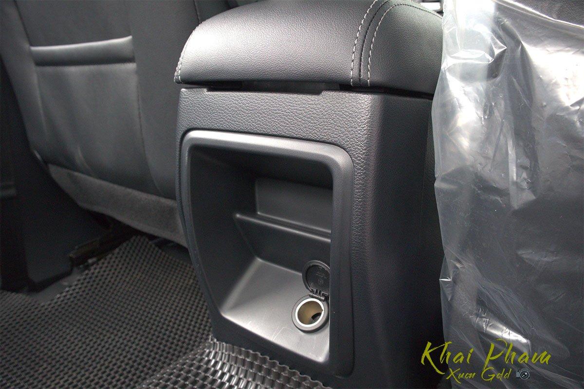 Ảnh chụp cổng sạc sau xe Ford Ranger Limited 2020 1