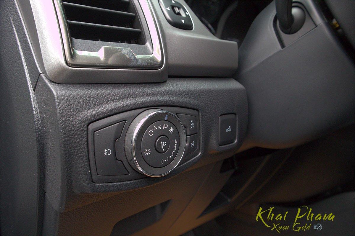Ảnh chụp nút chỉnh đèn xe Ford Ranger Limited 2020 1