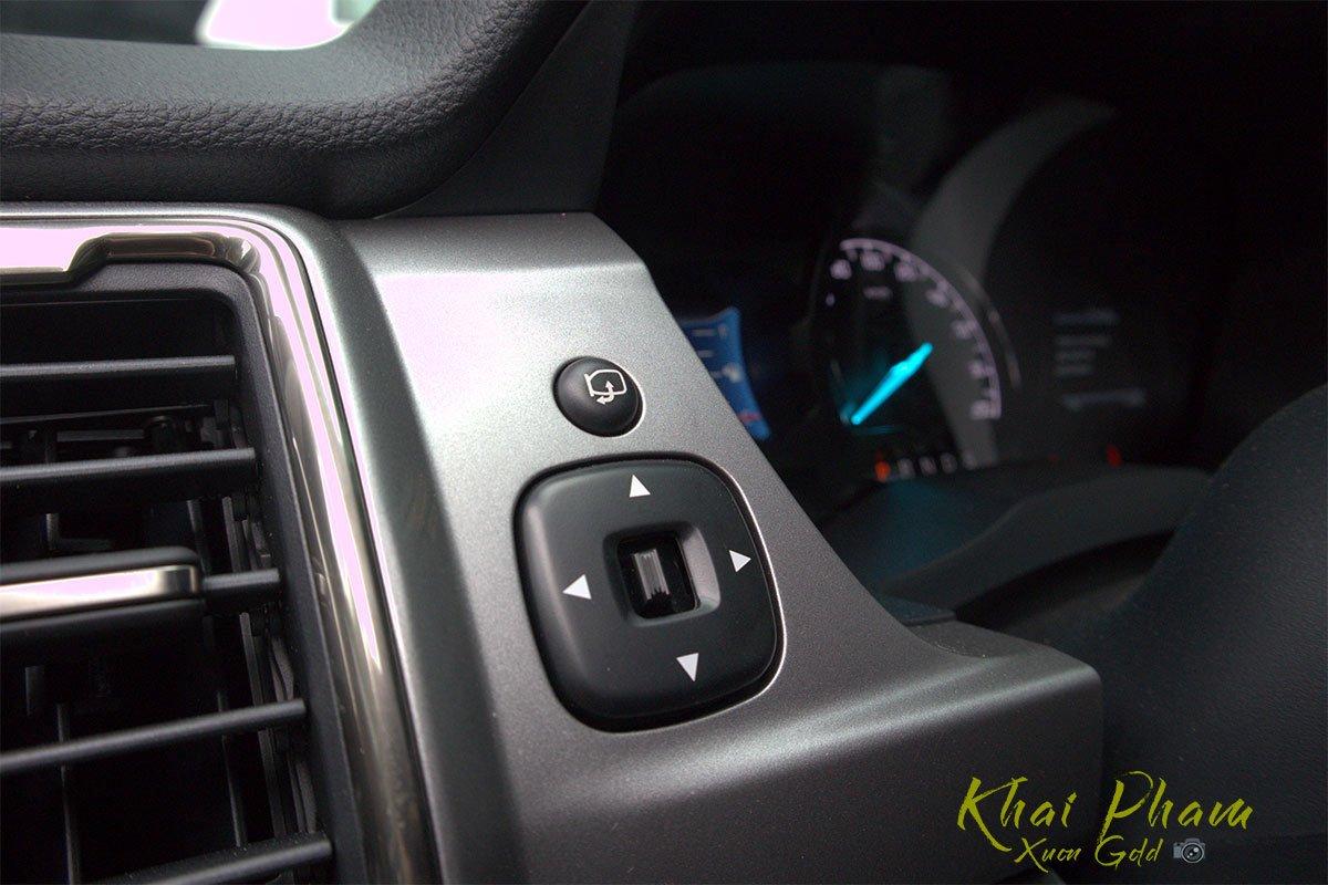 Ảnh chụp nút chỉnh gương xe Ford Ranger Limited 2020 1