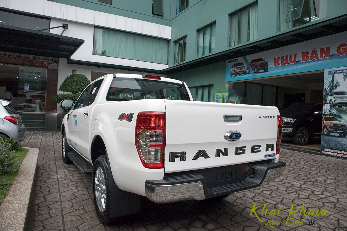 Ảnh chụp sau xe Ford Ranger Limited 2020