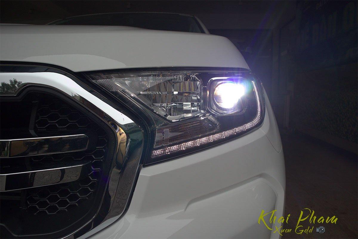 Ảnh chụp đèn pha xe Ford Ranger Limited 2020 1