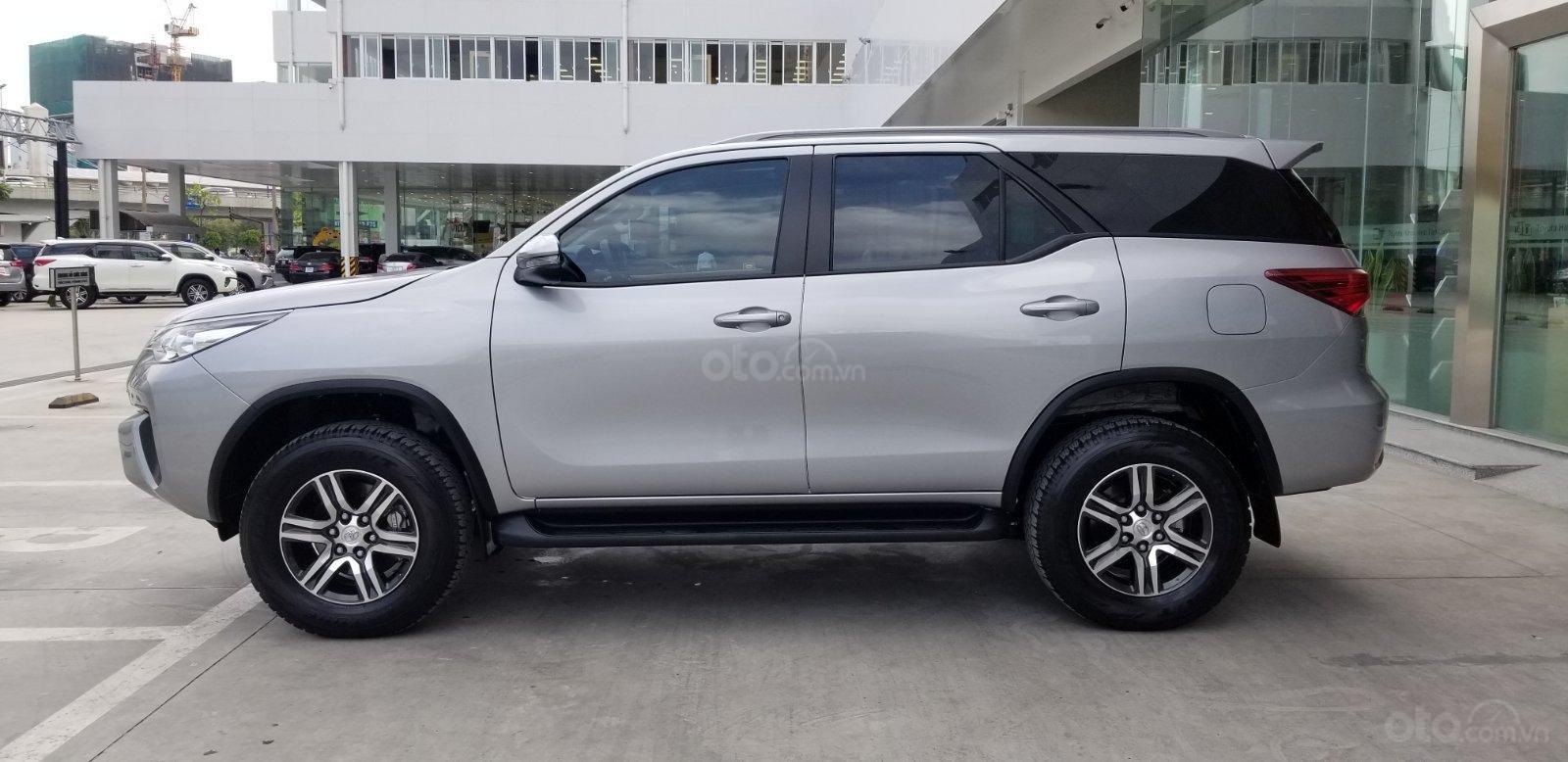 Cần mua bán Toyota Fortuner 2.4G dầu T7/2019, bạc lướt 7.500km, giá rẻ (4)