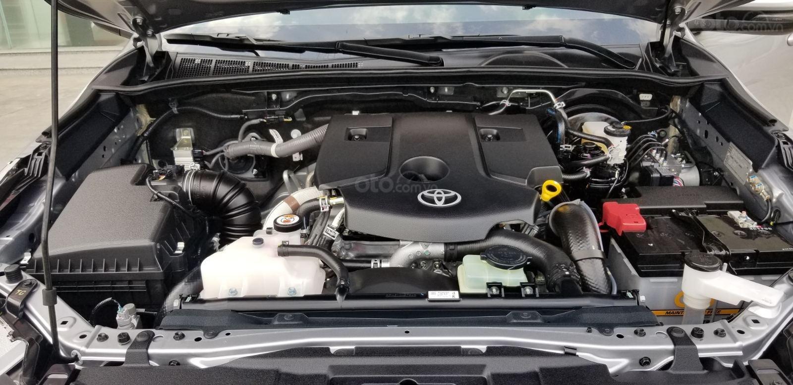 Cần mua bán Toyota Fortuner 2.4G dầu T7/2019, bạc lướt 7.500km, giá rẻ (11)