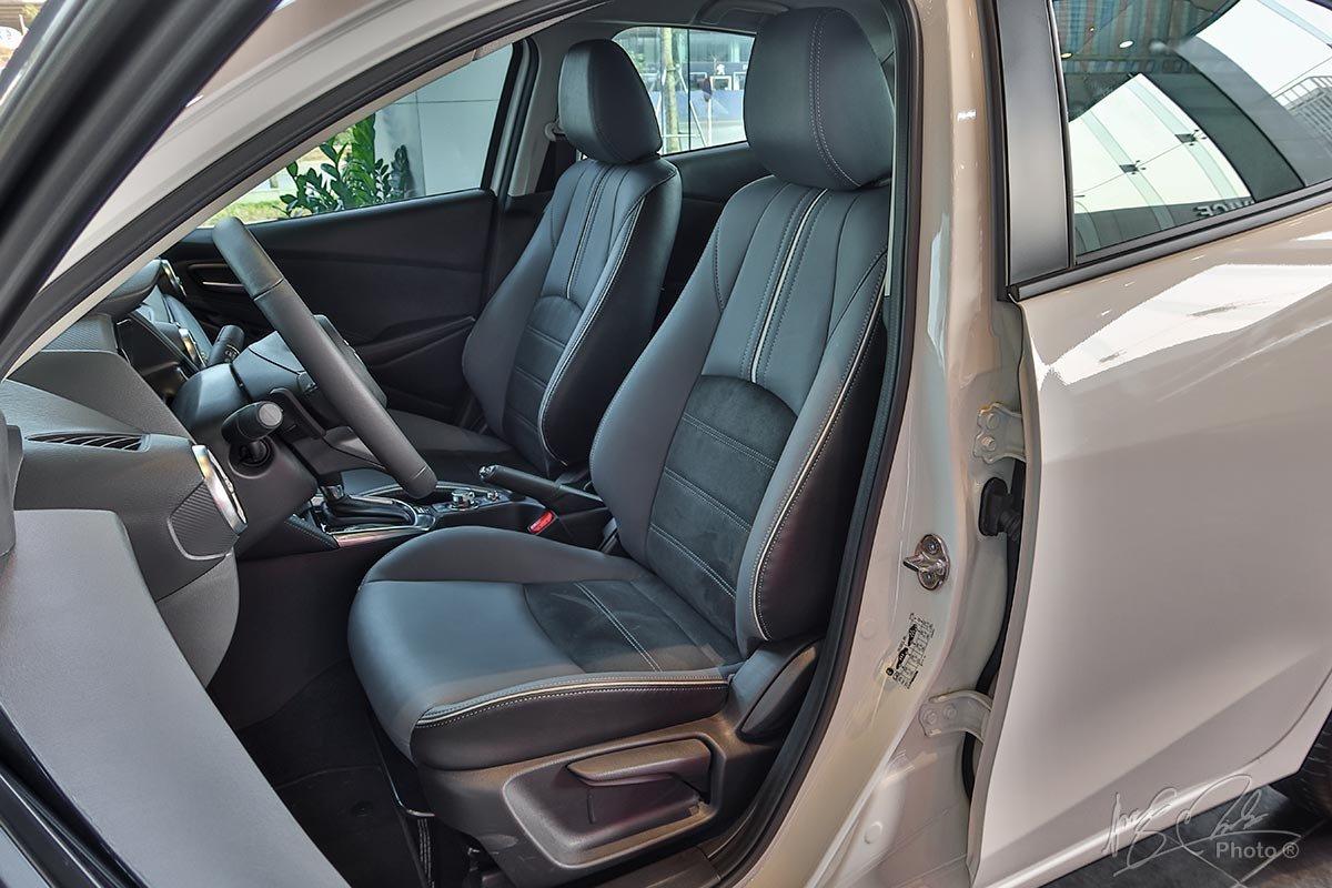 Đánh giá xe Mazda 2 2020: Ghế ngồi thể thao và chỉ chỉnh cơ.