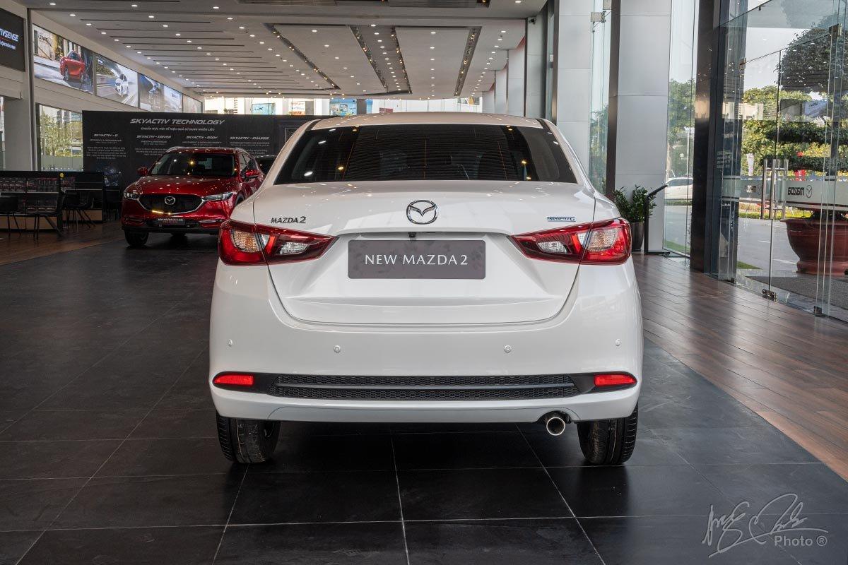 Đánh giá xe Mazda 2 2020: Thiết kế đuôi xe của biến thể Sedan.