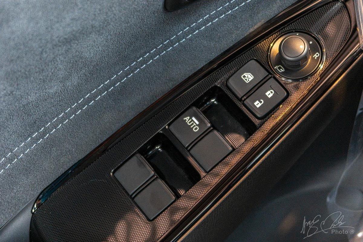 Đánh giá xe Mazda 2 2020: Gương gập điện chỉnh điện và lên kính 1 chạm tiêu chuẩn.