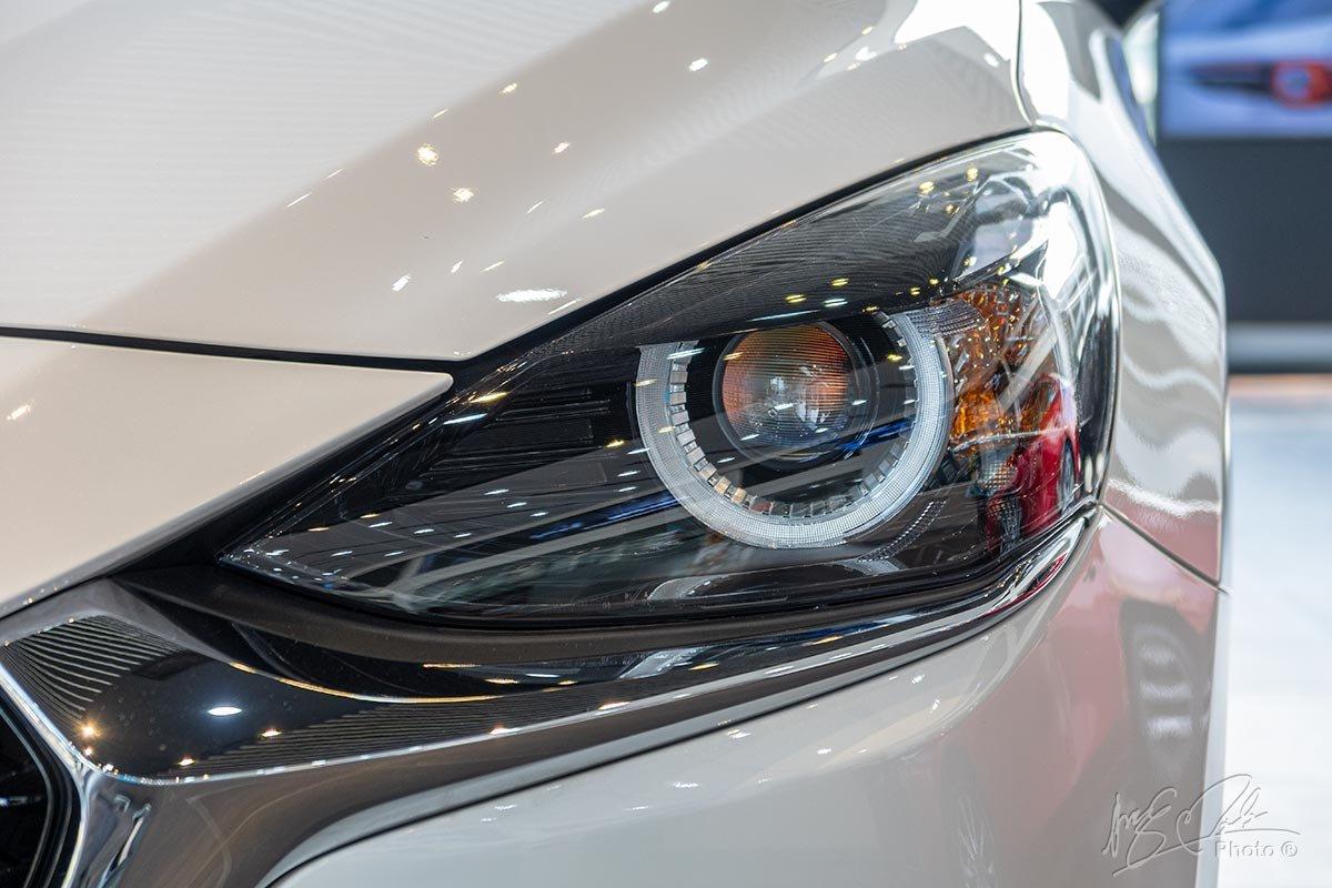 Đánh giá xe Mazda 2 2020: Các phiên bản còn lại sẽ được trang bị đèn pha LED tiêu chuẩn.