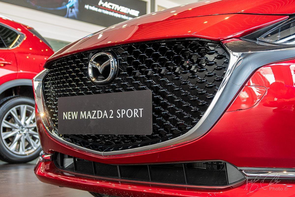 Đánh giá xe Mazda 2 2020: Lưới tản nhiệt.
