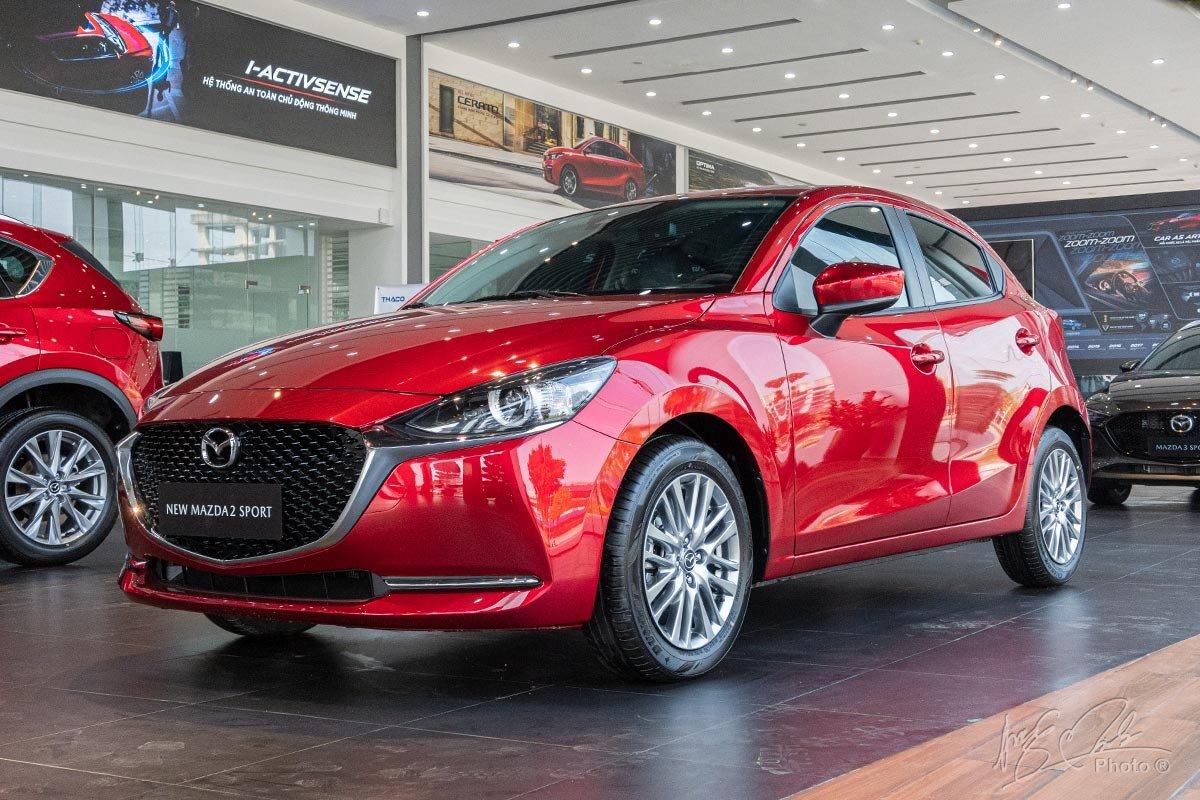 Đánh giá xe Mazda 2 2020: Tổng thể chiếc xe trông tinh tế và thanh thoát hơn.