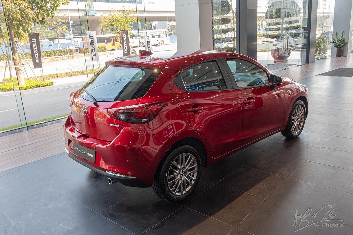 Đánh giá xe Mazda 2 2020: Thiết kế đuôi xe.