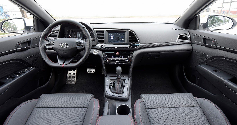 Nội thất xe Hyundai Elantra 2020