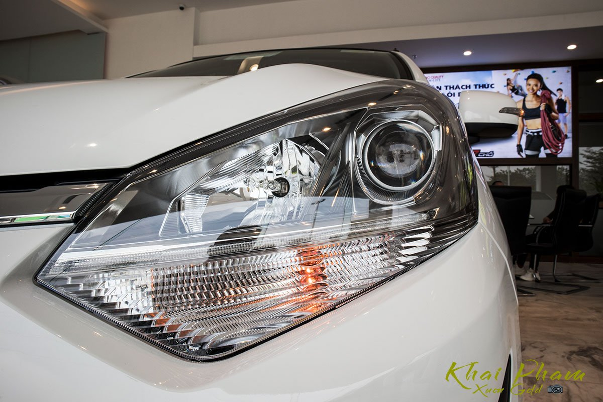 Ảnh chụp đèn pha xe Toyota Wigo 2020