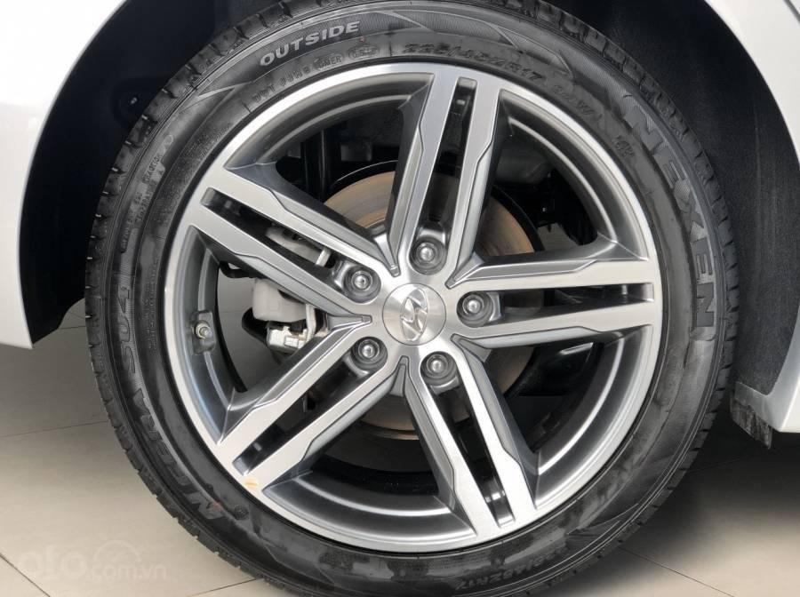 Hyundai Elantra khuyến mãi 40 triệu đồng, chỉ 200 triệu là có xe ngay (5)