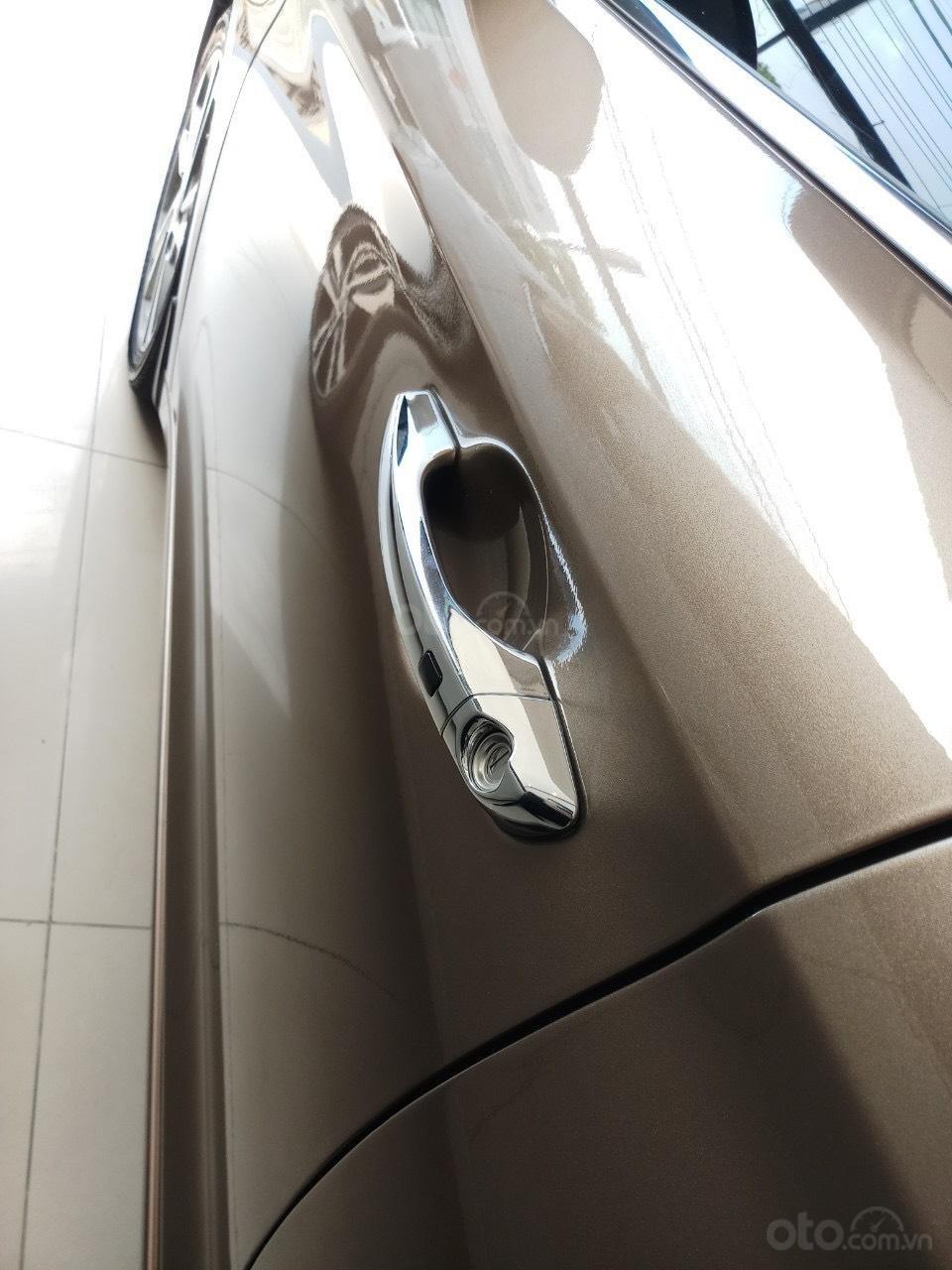 Cần bán Hyundai Elantra 2.0 AT vàng cát 2017 đẹp nguyên bản như mới (3)