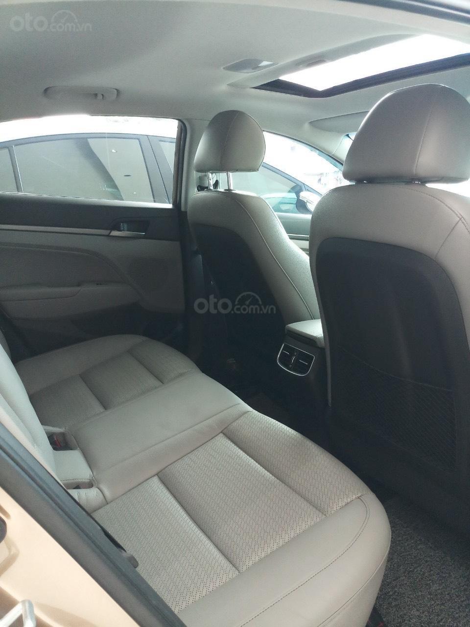 Cần bán Hyundai Elantra 2.0 AT vàng cát 2017 đẹp nguyên bản như mới (9)
