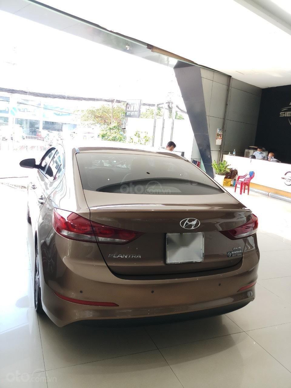 Cần bán Hyundai Elantra 2.0 AT vàng cát 2017 đẹp nguyên bản như mới (4)
