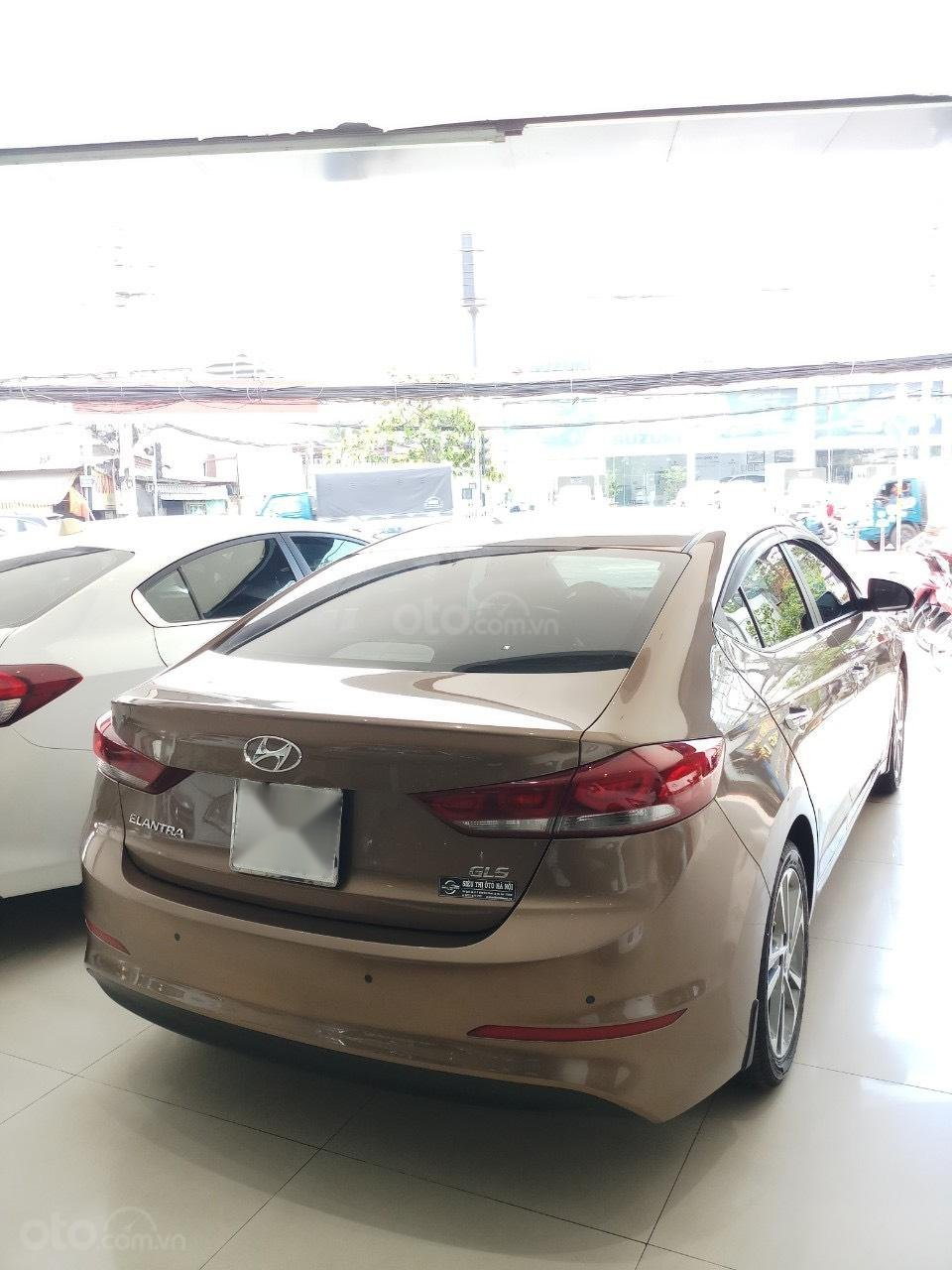 Cần bán Hyundai Elantra 2.0 AT vàng cát 2017 đẹp nguyên bản như mới (5)