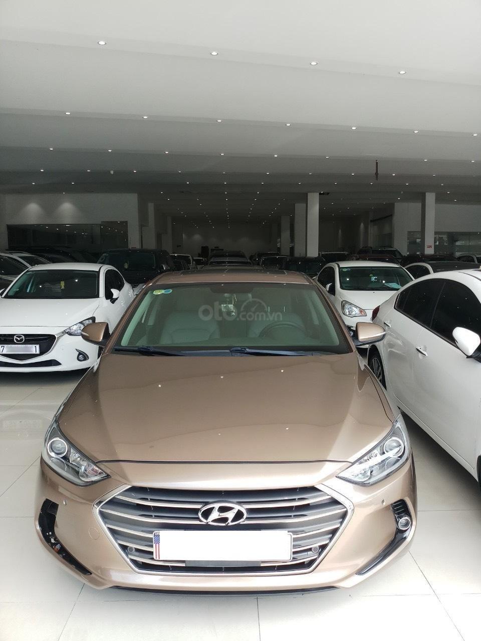 Cần bán Hyundai Elantra 2.0 AT vàng cát 2017 đẹp nguyên bản như mới (2)