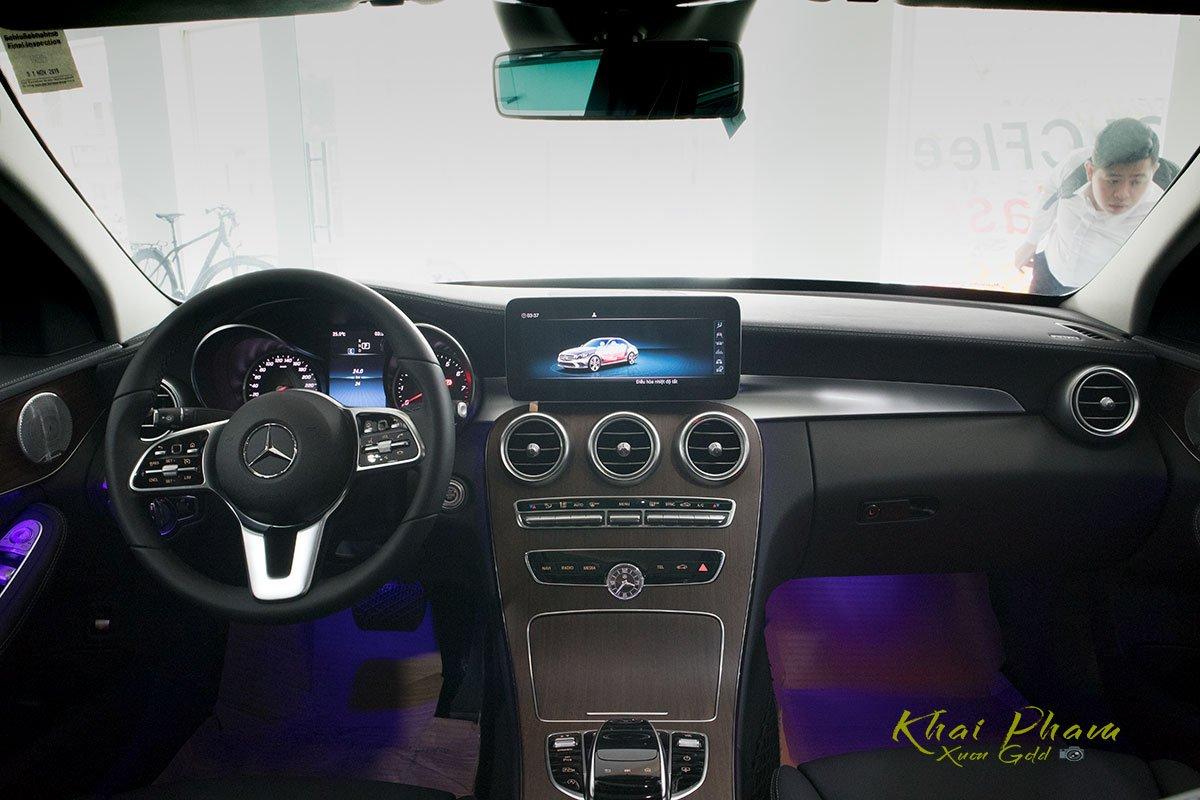 Hình ảnh táp-lô xe Mercedes-Benz C 200 Exclusive 2020 11